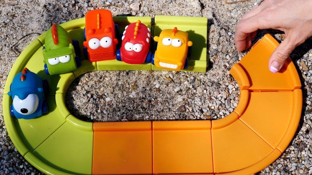 Foto Divertenti Bambini Al Mare andiamo al mare con maria e le macchinine colorate - video