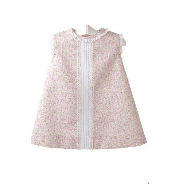Vestido para bebé de piqué estampado con florecitas rosas y jaretas blancas. 9fffa82ef3b9