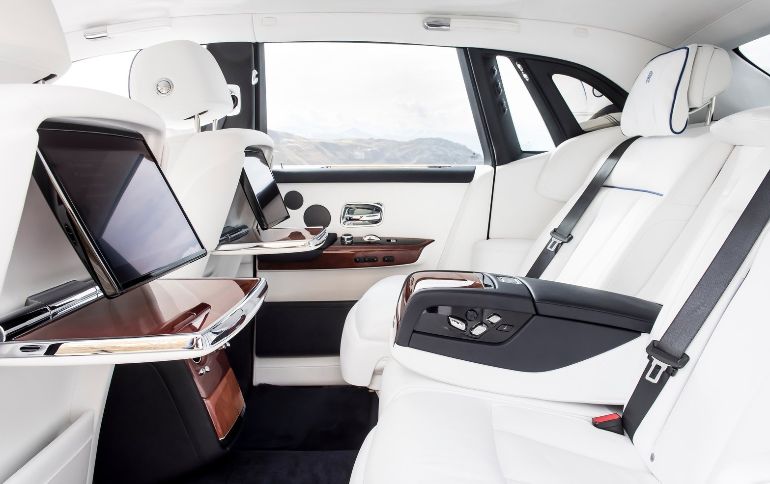 Photo of Rolls-Royce Phantom 2018