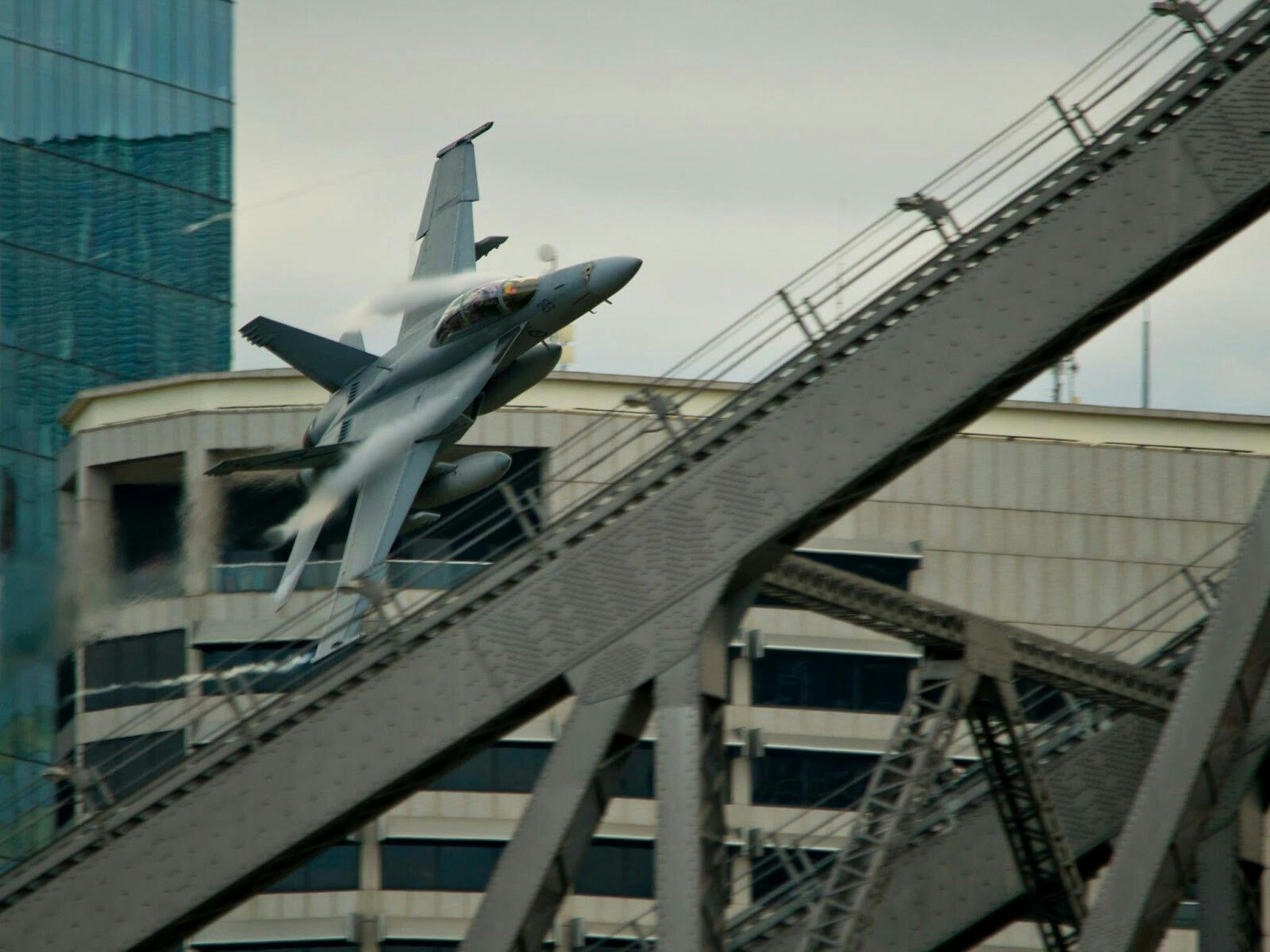 RAAF F18 down low at River Fire Brisbane Fighter planes