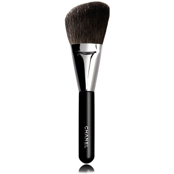 CHANEL PINCEAU POUDRE BISEAUTÉAngled Powder Brush #2 (6540 RSD) ❤ liked on Polyvore featuring beauty products, makeup, makeup tools, makeup brushes, chanel makeup brushes, angled makeup brush, powder brush, makeup powder brush и chanel