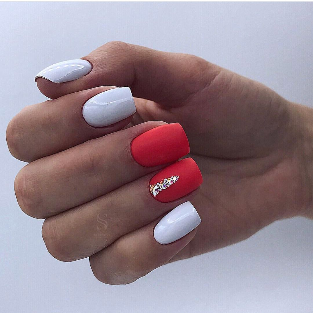Red, white, sparkle party nail