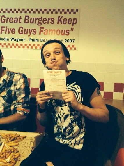 I love burgers and chips and my girlfriend and burgers and chips and LOTS OF KETCHUP. Thanks @fiveguysuk X