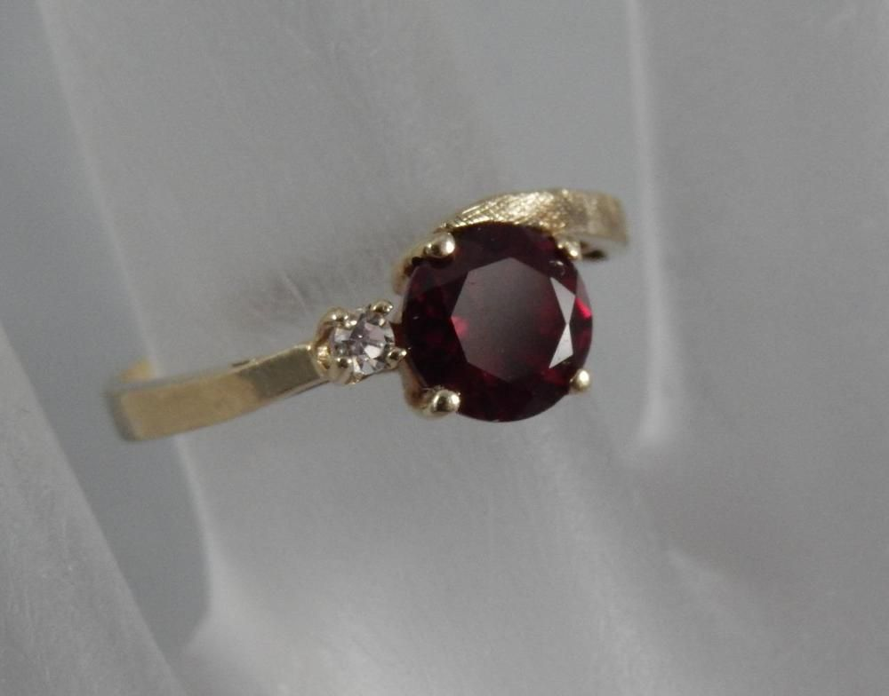 Estate 10 Karat Yellow Gold Deep Red Ruby Diamond Ring Size 6 10k F0359best Price 14k Yellow Gold Design Ring 14k Yellow Gold Design Ring Best Price Custo