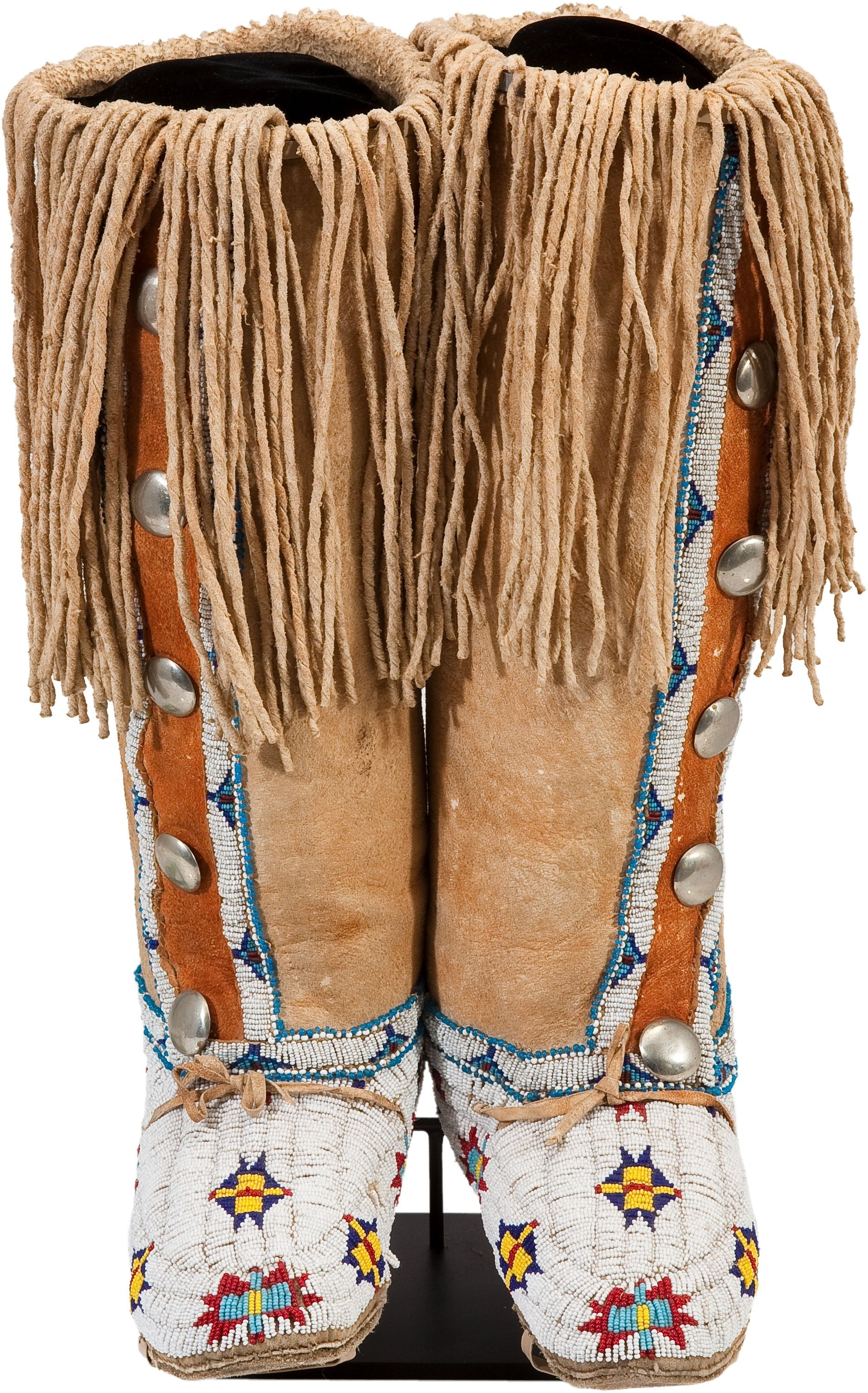 A pair of cheyenne beaded and fringed hide boot moccasins for Vetements artisanat indien