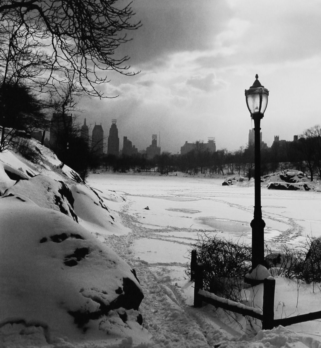 Central Park, NYC, 1945. Photo: Fred Stein