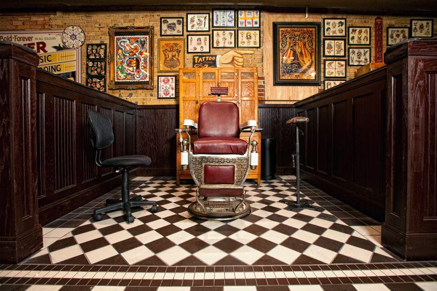 Tattoo Shop Anyone Of Em Gettin A Tattoo Tatoeage Winkel Interieur Voor Het Huis