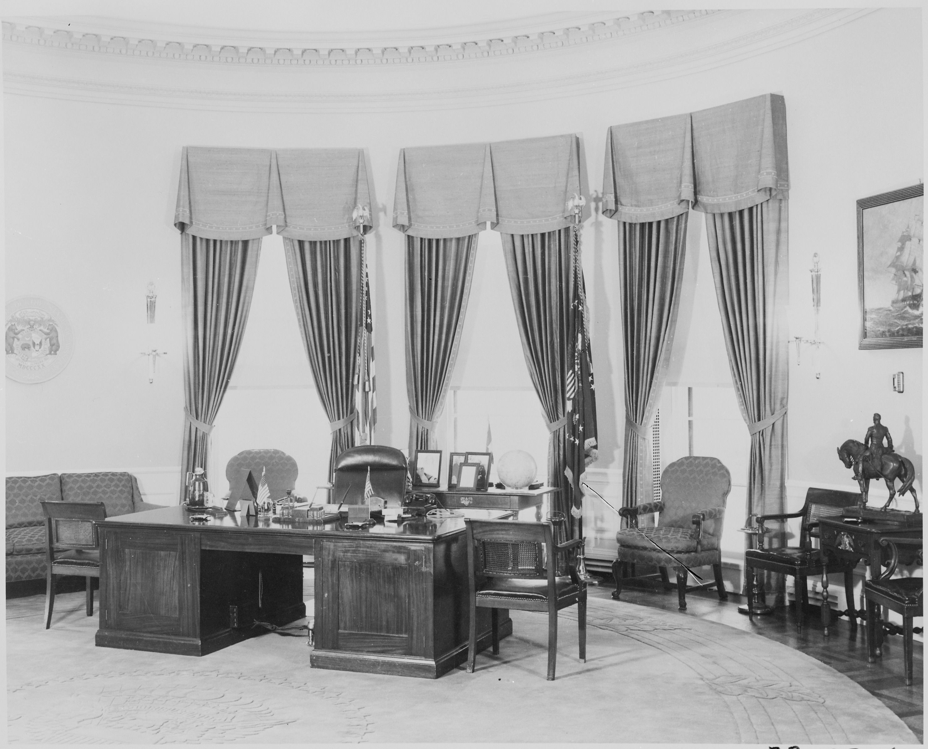 white house oval office desk. White House Oval Office | Of President Truman\u0027s Desk In The U.S. Presidential/Vice-Presidential History Pinterest E