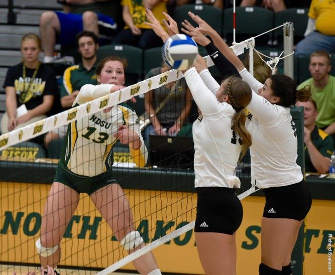 Fassbender Named To All Summit League Volleyball Team Minnick Miron Honorable Ment Volleyball Team Professional Volleyball Players Female Volleyball Players