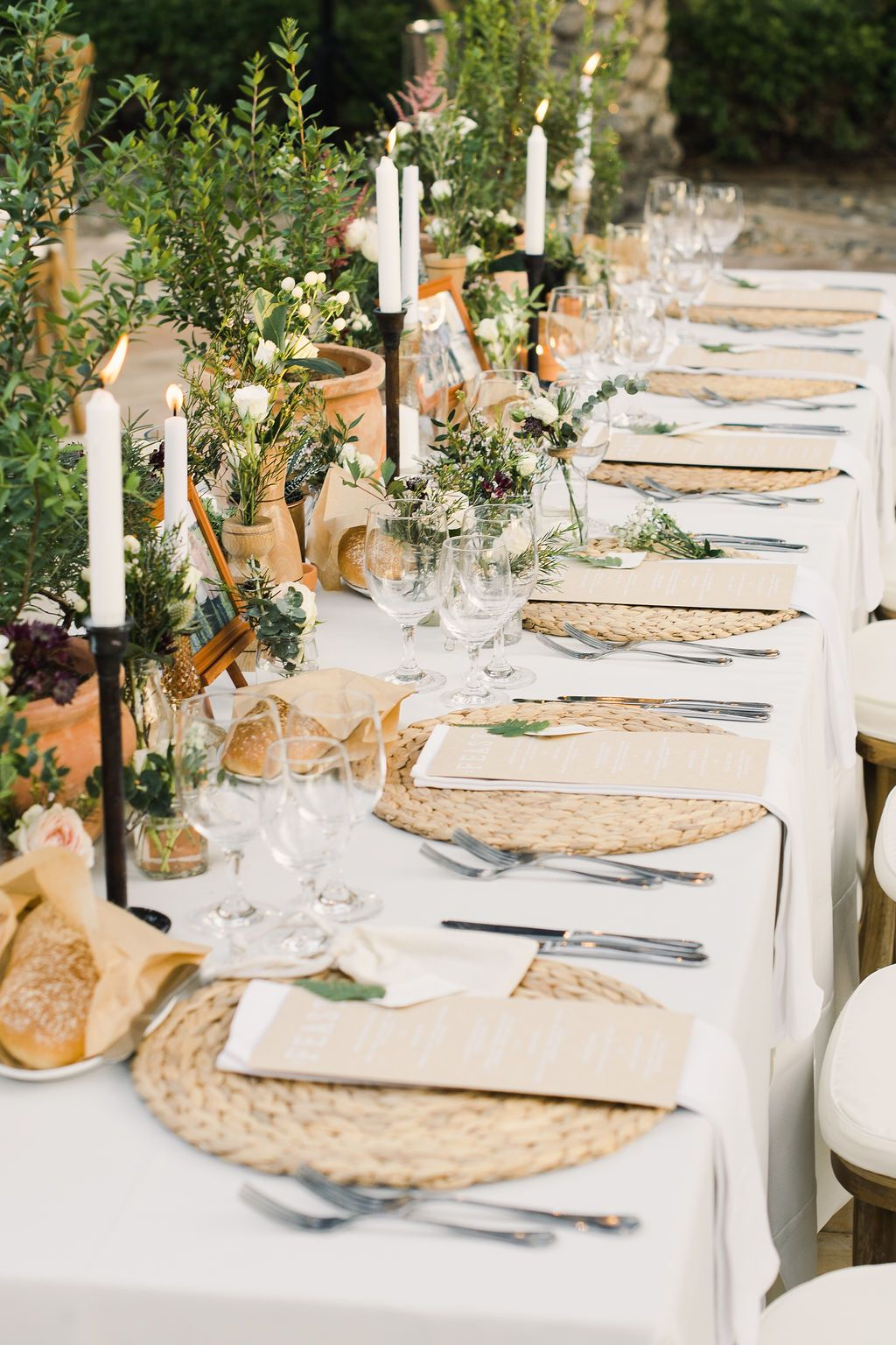 Wicker Place Mats And Kraft Paper Menus For A Garden Style Wedding In Dubai Rustic Wedding Table Setting Country Barn Weddings Outdoor Tent Wedding
