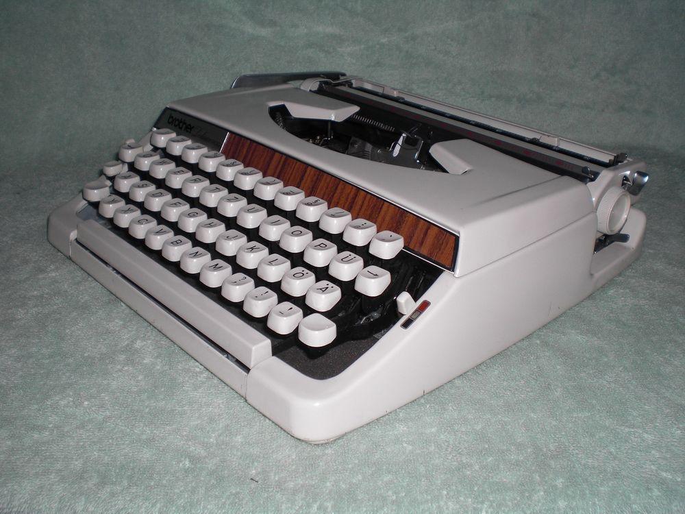 Mechanische Schreibmaschine Brother Deluxe 900 mechanical typewriter