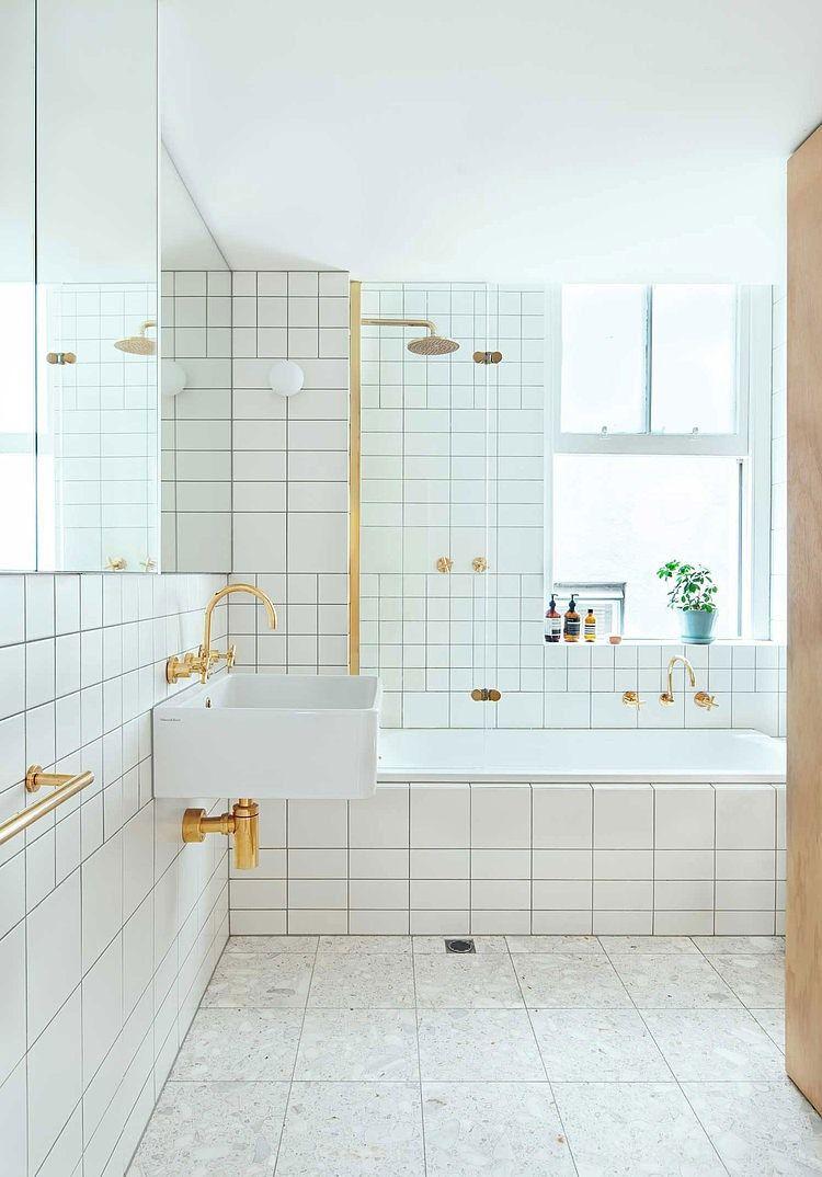 retro badkamer met gouden accenten | bathroom | Pinterest ...