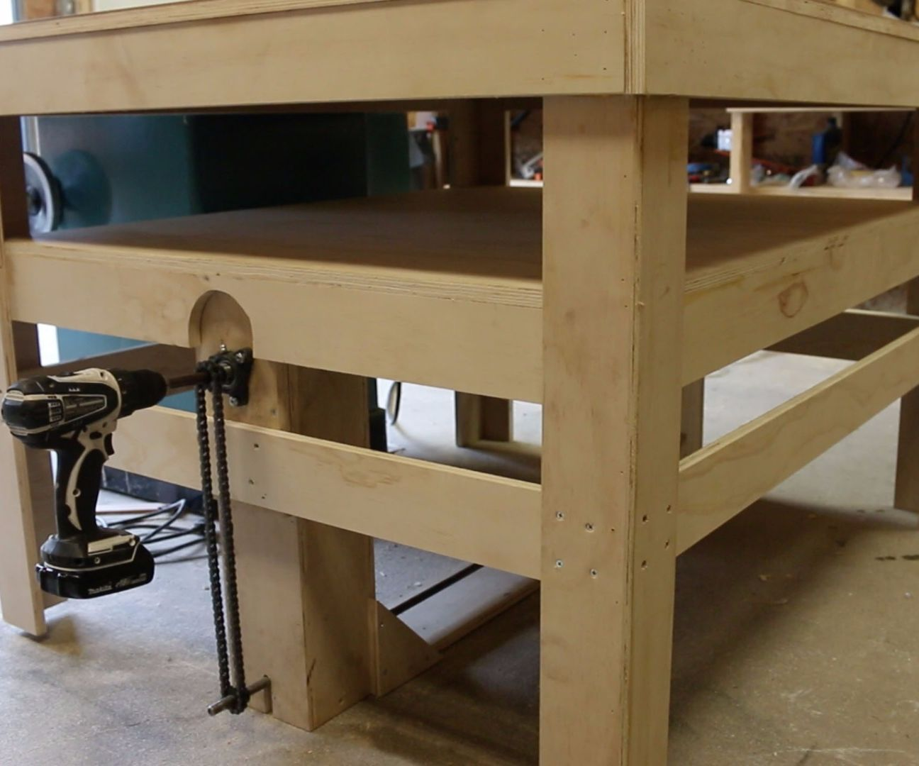 Drill Powered Adjustable Height Work Bench Workbenchs