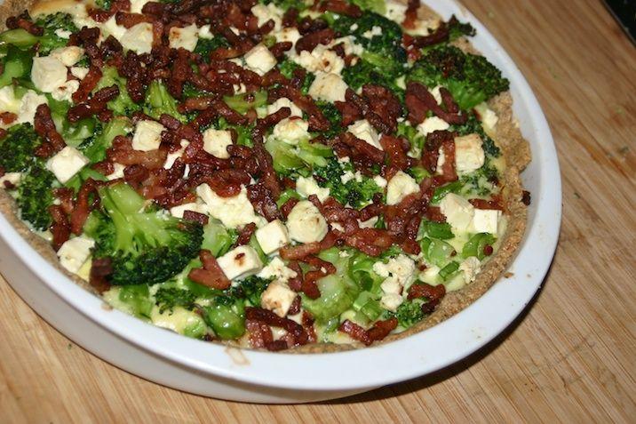 Broccolitærte med bacon og feta