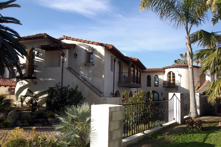 Front exterior spanish architecture spanish colonial for Mexican style architecture