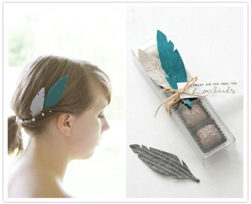 idea para envolver regalos con plumas