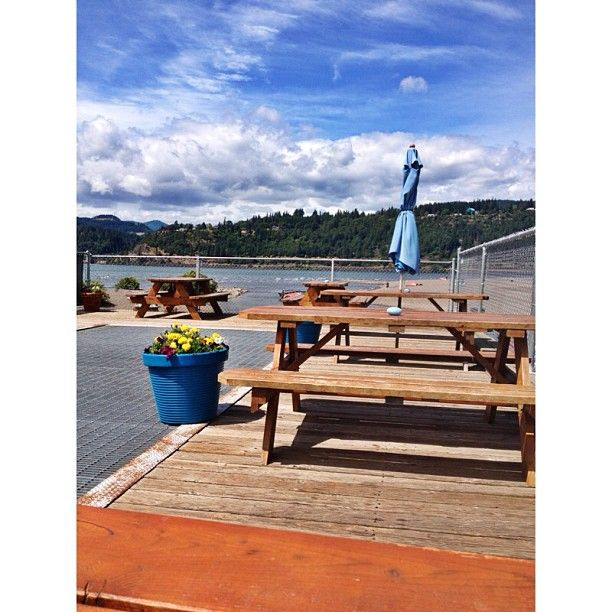 Hood River, Oregon. Sandbar Cafe.