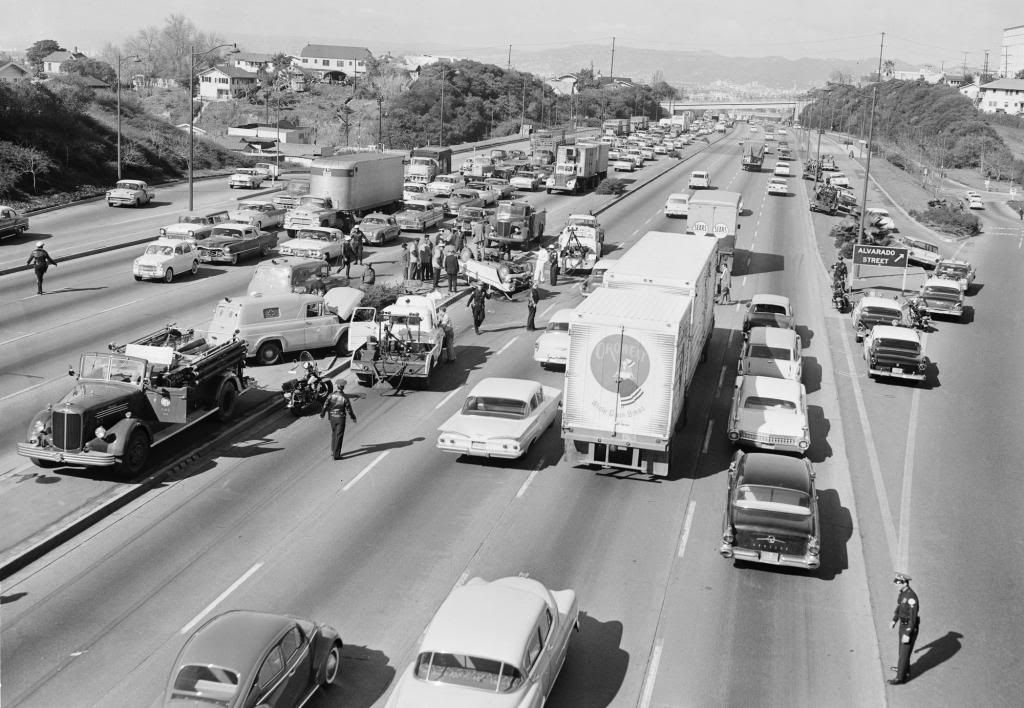 Nostalgia Pics In Time Page 22 The 1947 Present Chevrolet Gmc Truck Message Board Network Los Angeles Old Vintage Cars Fire Trucks