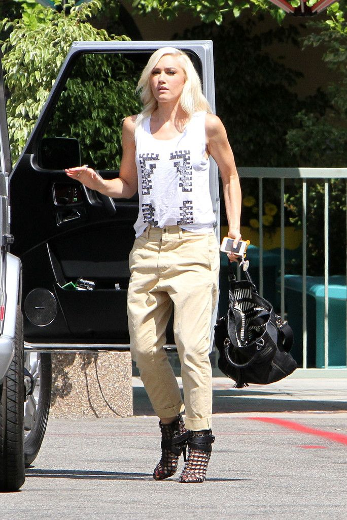 f91404acec920b Gwen Stefani was edgy-casual in a printed tank top and drop-crotch khakis  while out and about in Burbank.