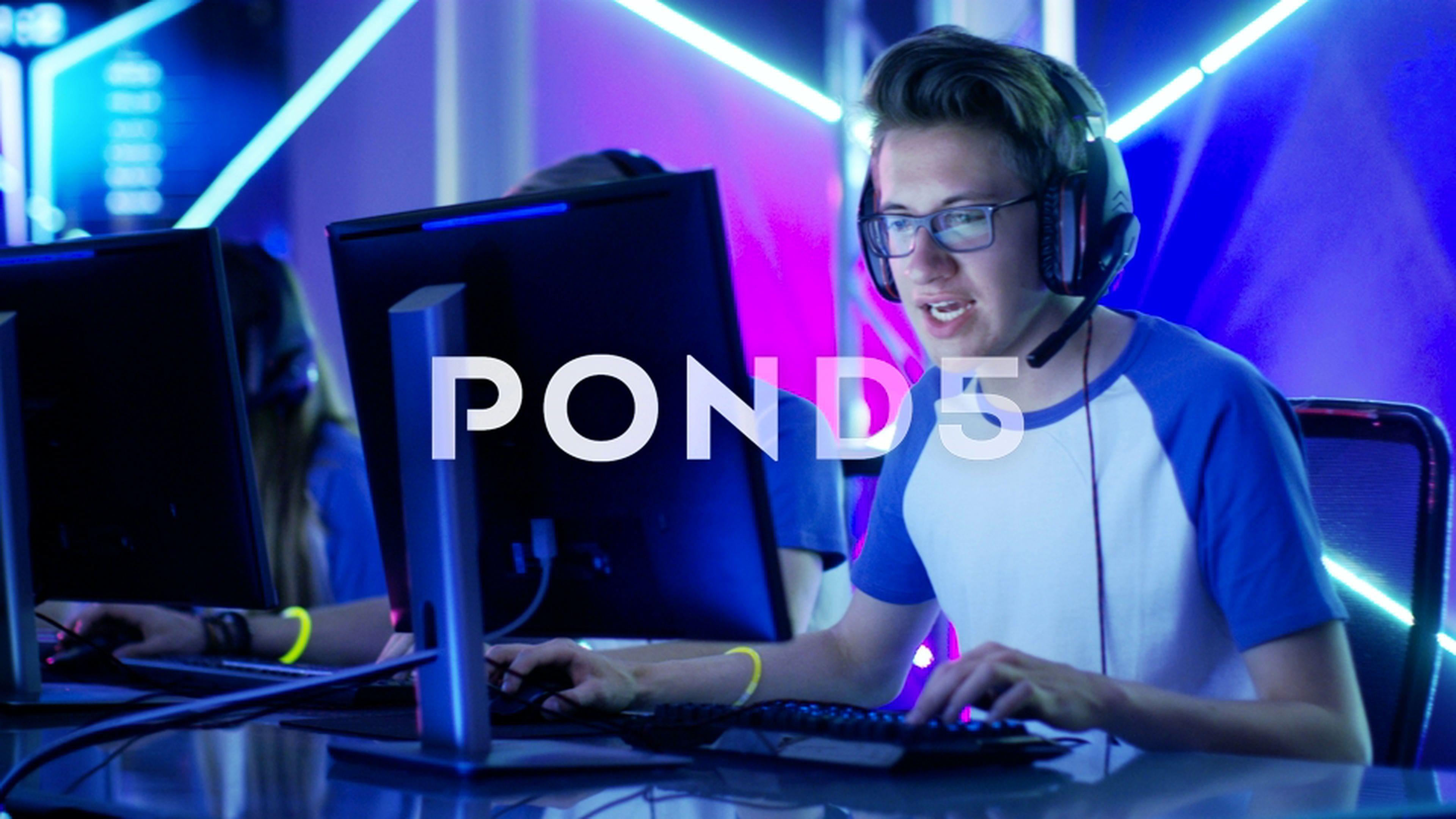 Team of Teenage Gamers Win Cafe Online Video