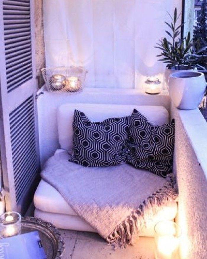 Kleine Gemütliche Lounge Ecke Für Einen Kleinen Balkon. Noch Mehr ... Balkon Gestalten 77 Ideen Lounge