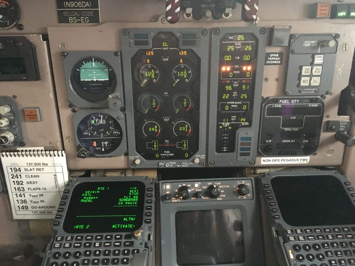 Delta Air Lines Fleet Mcdonnell Douglas Md 90 30 M90 Cabin Crew Cockpit Photos2 Delta Airlines Airline Fleet