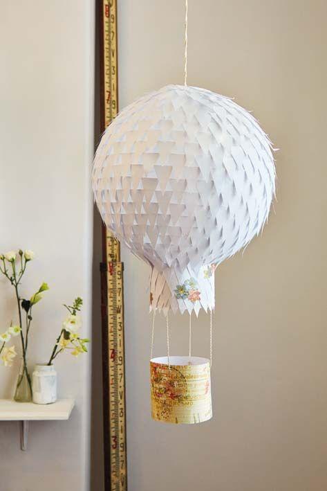 Une lanterne en papier en forme de montgolfi re d co - Montgolfiere en papier ...