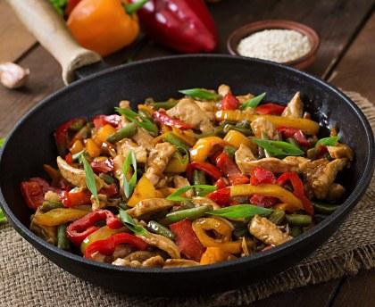 Sauté de poulet et petits légumes au wok