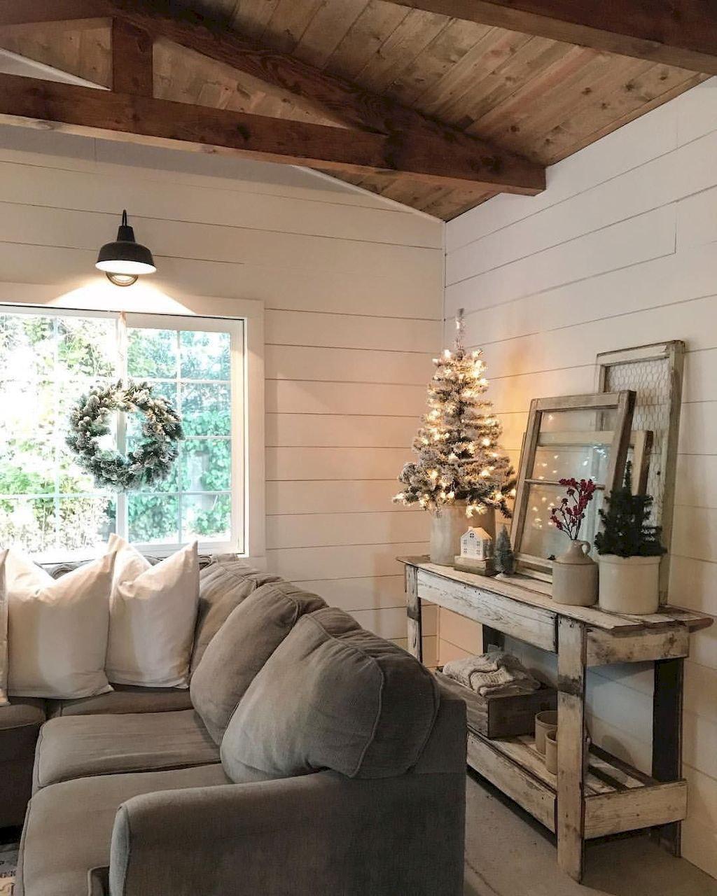 27 Comfy Farmhouse Living Room Designs To Steal: Cozy Farmhouse Living Room Decor Ideas (27)