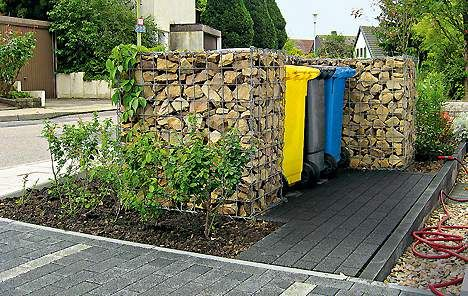 drahtkoerbe mit steinen m lltonnen verstecken der perfekte sichtschutz sichtschutz ideen. Black Bedroom Furniture Sets. Home Design Ideas