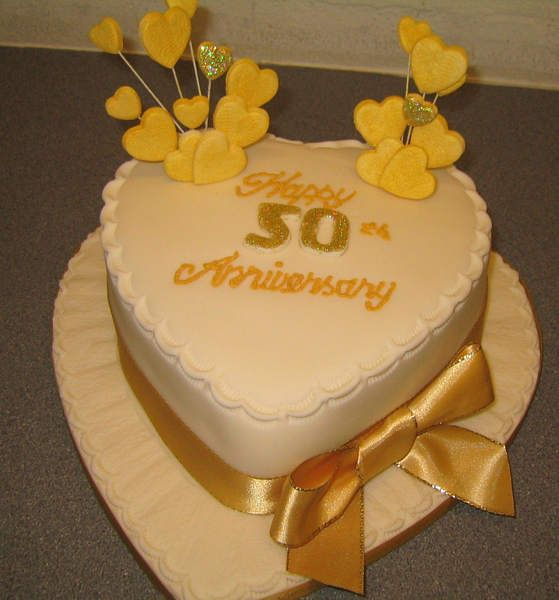 Perfect Golden Wedding Anniversary Cakes Stands You Must Have ...