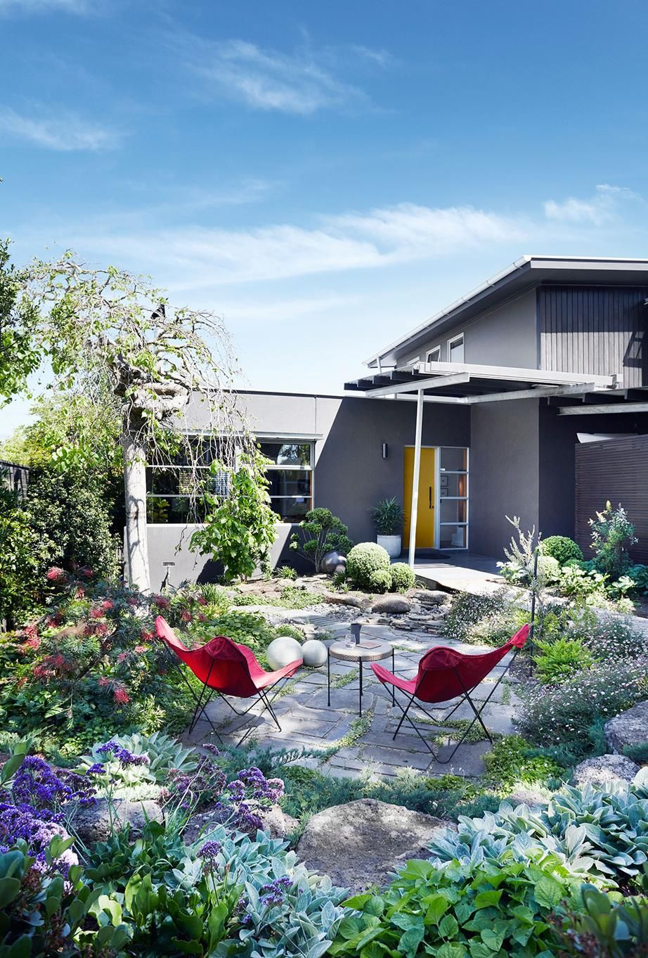 Modernist Style Home Revamp In Bayside Melbourne Back Garden Design Urban Garden Design Australian Homes