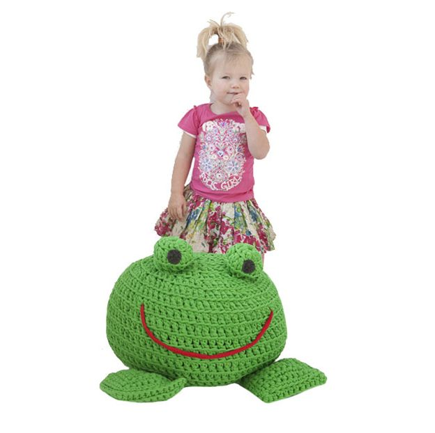 Frog floor cushion (free pattern).