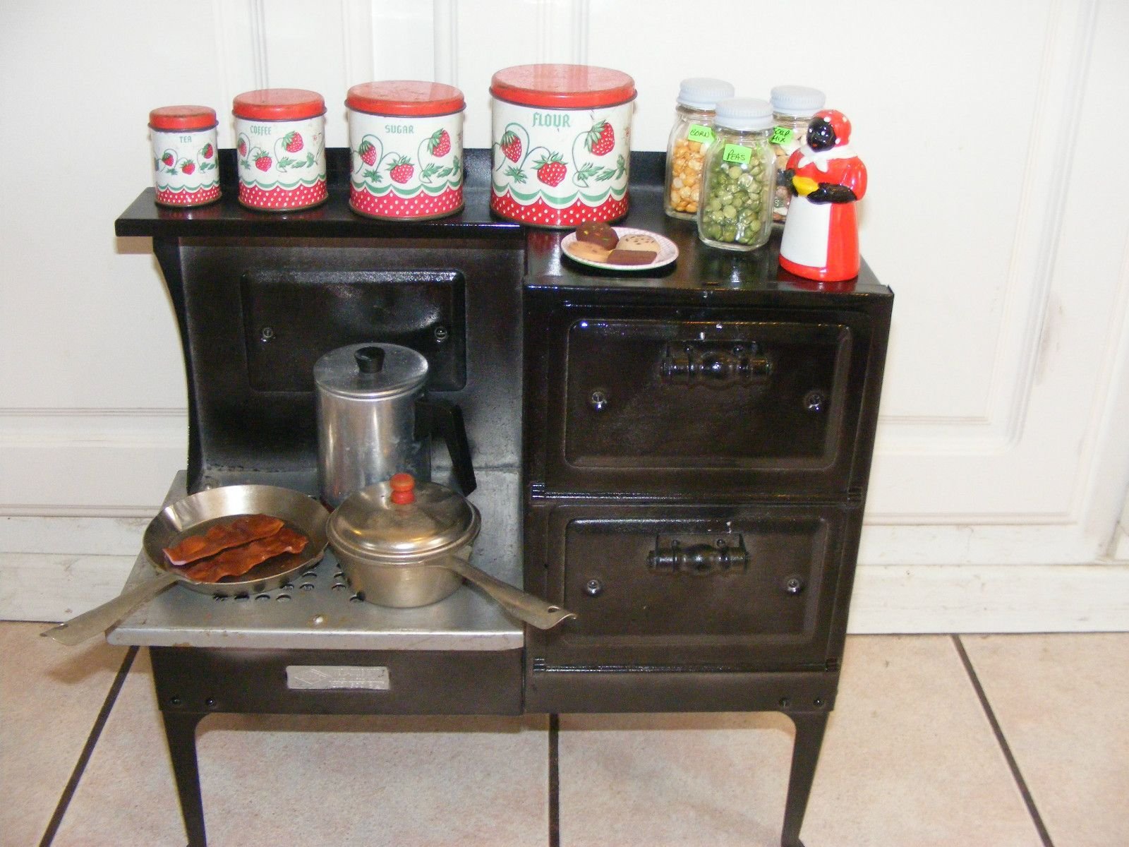 Vintage 1940\'s Metalware Childs Toy Stove 2 Ovens Pans Canisters ...