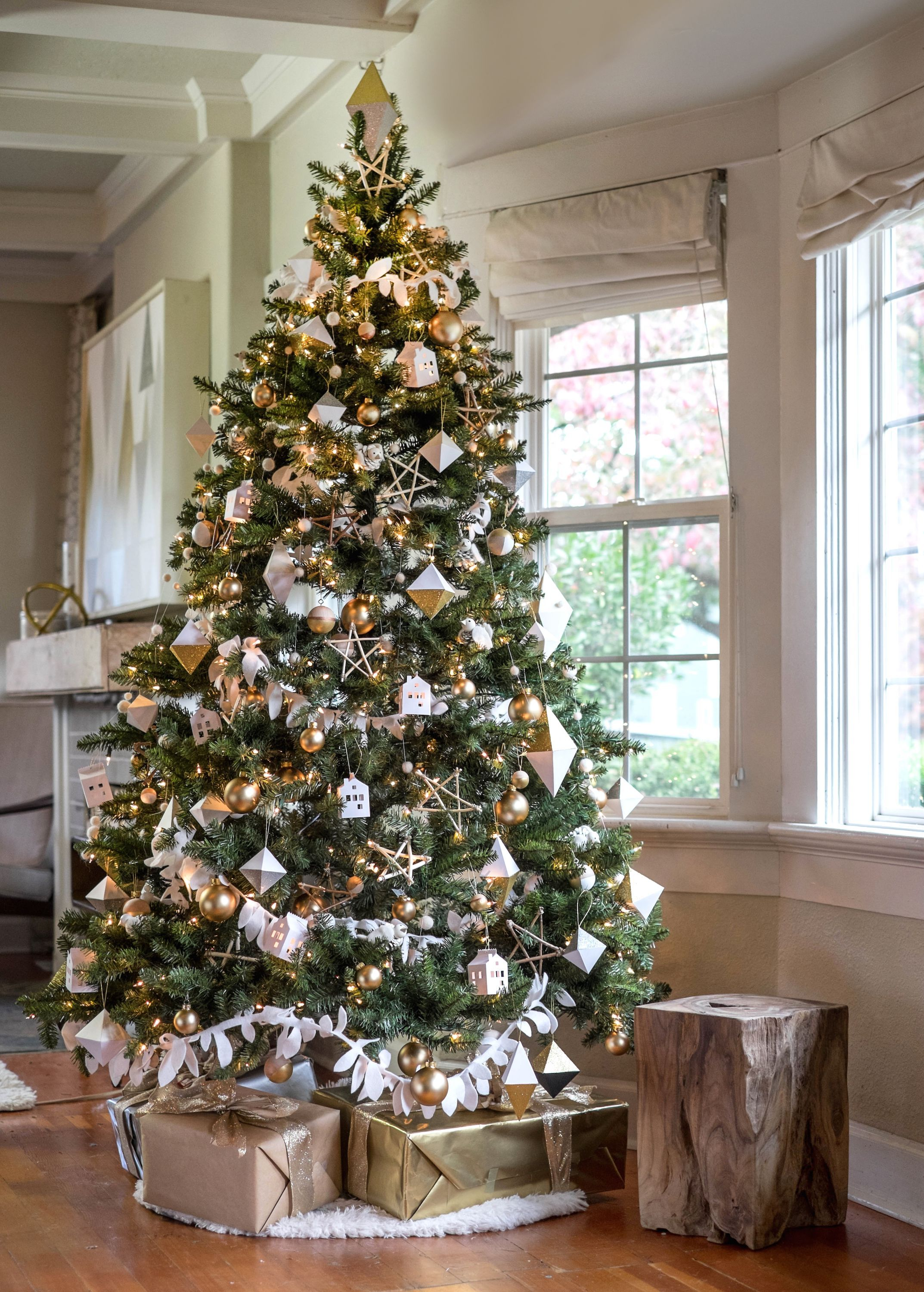 25 Awesome Silver And White Christmas Tree Decorating Ideas Silver Christmas Tree Scandinavian Christmas Trees Cool Christmas Trees