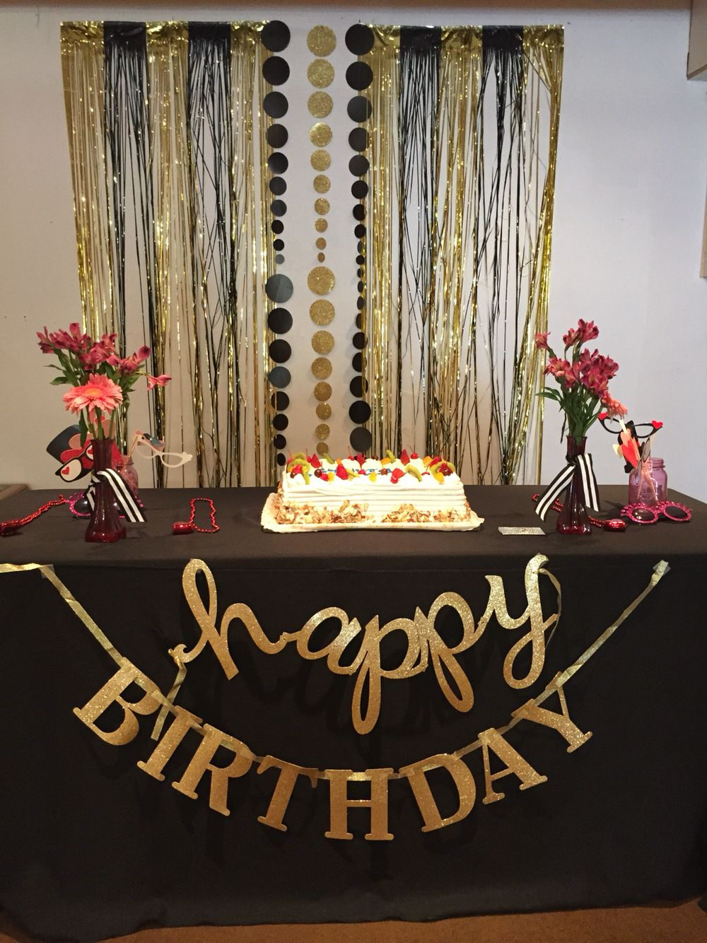 Gold and black backdrop birthday party pinterest for 21st bday decoration ideas