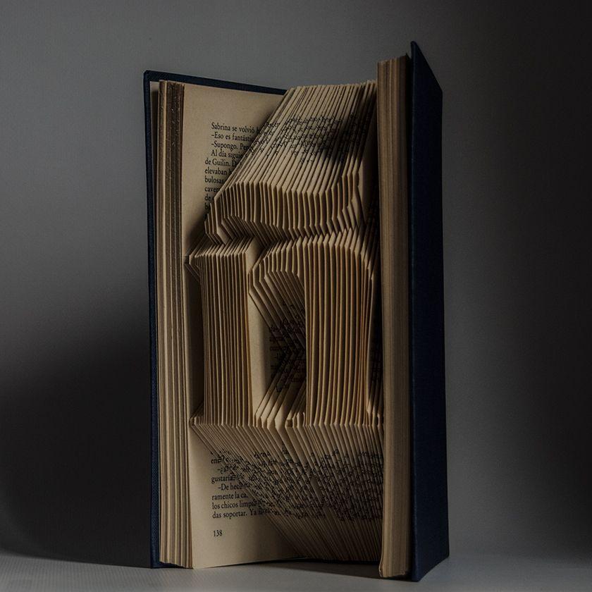 #foldingbookart #librosplegados #librosartísticos #plegadodelibros #librosplisados #arteconlibros #recycled #recycledart #bookfolding #reciclado #artereciclado #handmade #hechoamano #decoracion #decoration #diseño #design #ecodesign #ecodiseño #ecomania #elartedeowl #upcycle  http://elartedeowl.blogspot.com.es/ http://elartedeowl.tumblr.com/