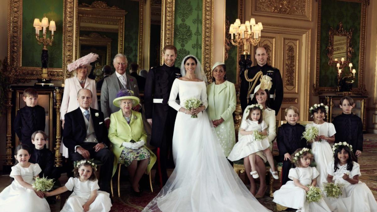 Mit Ihrer Hochzeit Zogen Prinz Harry Und Meghan Markle Die Aufmerksamkeit Der Gesamten Weltoffentlichkeit Auf Hochzeit Bilder Hochzeitsfotos Royale Hochzeiten