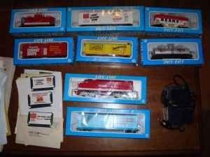 HO scale 1983 Life Like Billboard Train Set - $20 (Greenfield)