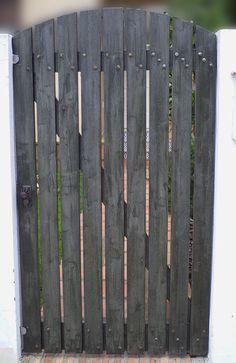 Como hacer unas puertas de jard n de madera jardineria - Hacer una puerta de madera ...