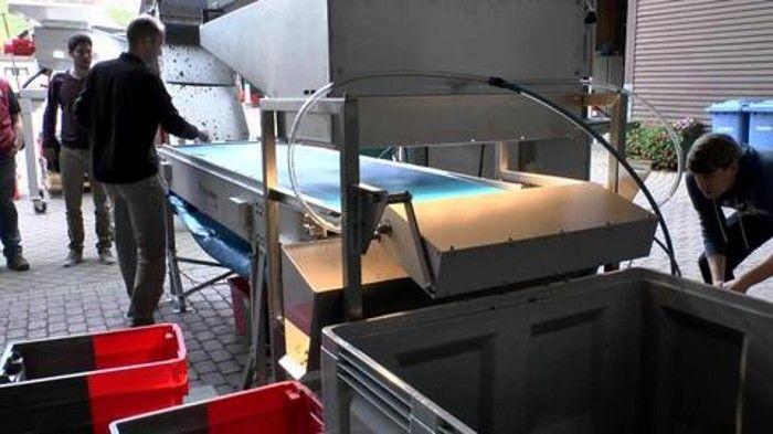 Mehr Qualität beim Weinmachen: Maschine sortiert Weintrauben - Report bei HOTELIER TV: http://www.hoteliertv.net/f-b/