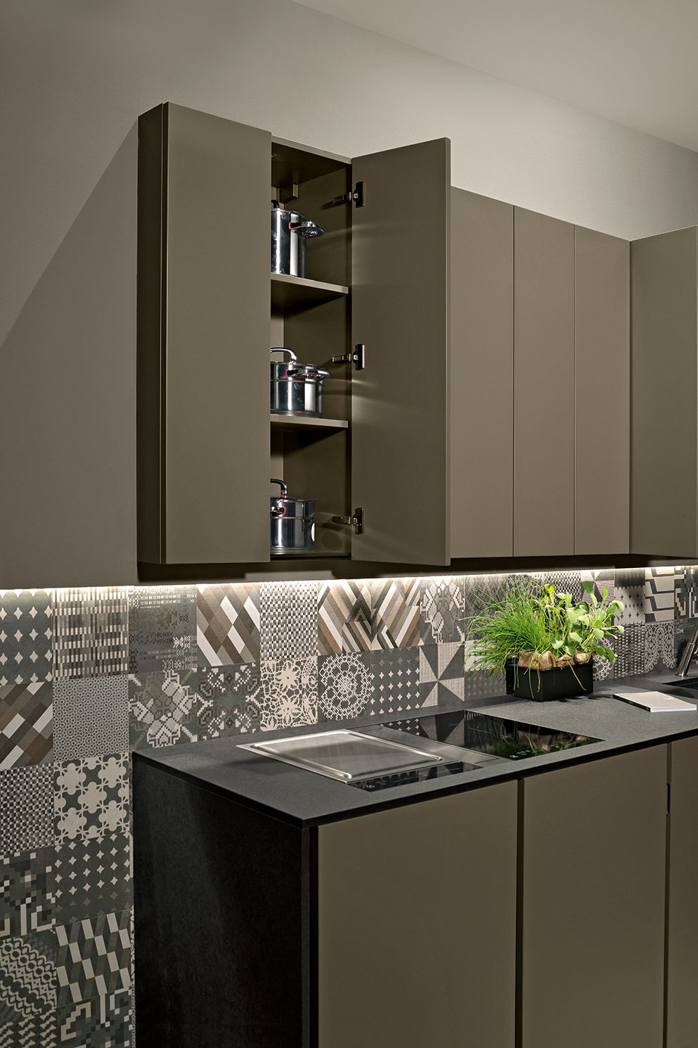 altea details maistri italian design this model leads the uniformity of lines to its summit by on kitchen cabinets vertical lines id=14458