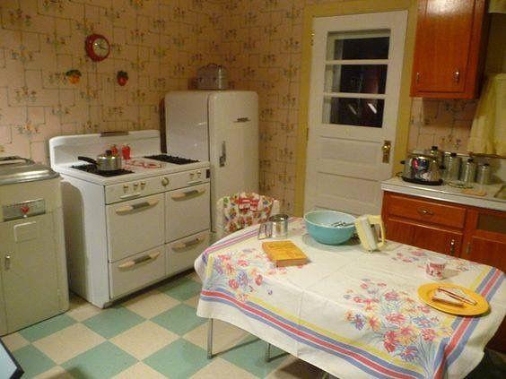 Pin By Carla On Nostalgia Vintage Kitchen Retro Kitchen Old Fashioned Kitchen