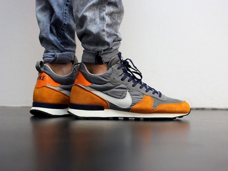 Nike Internationalist Mid Grau Orange Dunkelblau The Good Will Out Sneaker Shop Cologne Sneakers Sneaker Shopping Sneakers Online