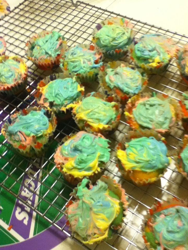 Tie die cupcakes!