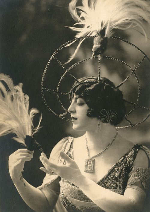 Francis Renault, 1907 - early drag beauty