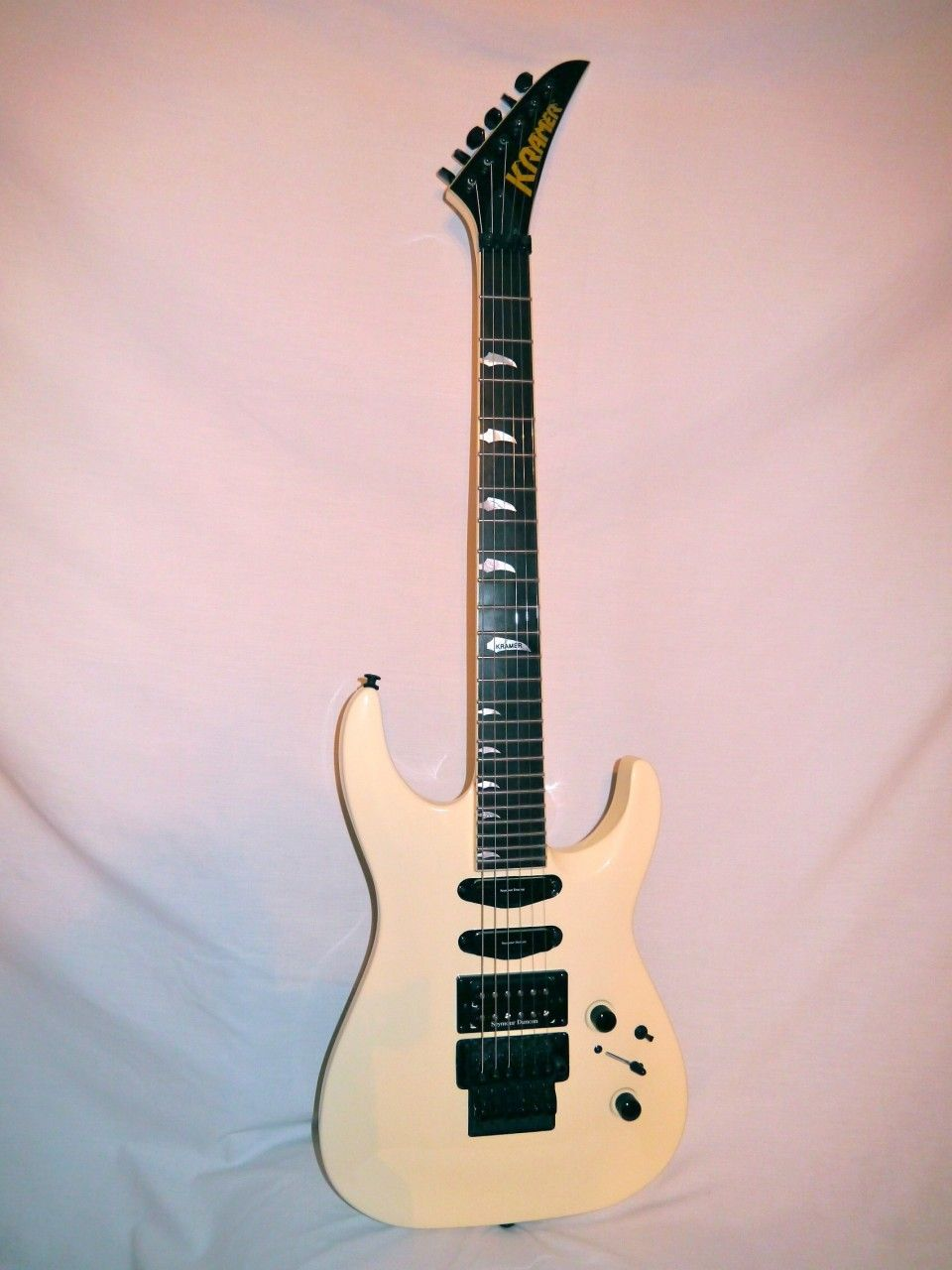 Indian Creek Guitars - Kramer SM-1 Seymour Duncan Vintage White, (http://www.indiancreekguitars.com/kramer-sm-1-seymour-duncan-vintage-white/)