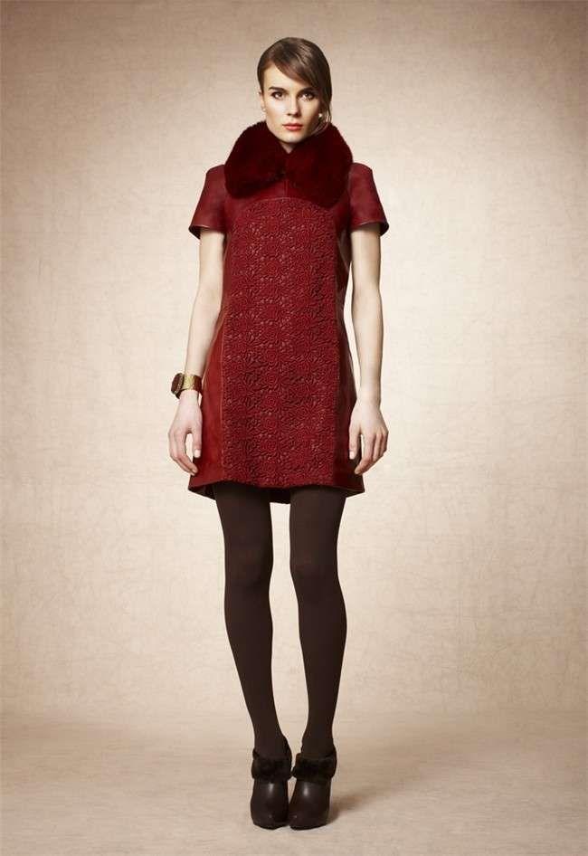 Pedro del Hierro. fotos lookbook O/I 2012-13 - Pedro del Hierro: lookbook O/I 2012-13 vestido rojo con cuello de pelo