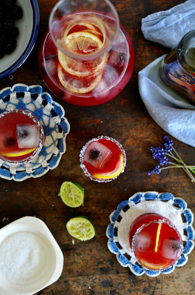 Blackberry Limonada Margarita Recipe. A make-ahead pitcher cocktail for the 4th! | ¡HOLA! JALAPEÑO