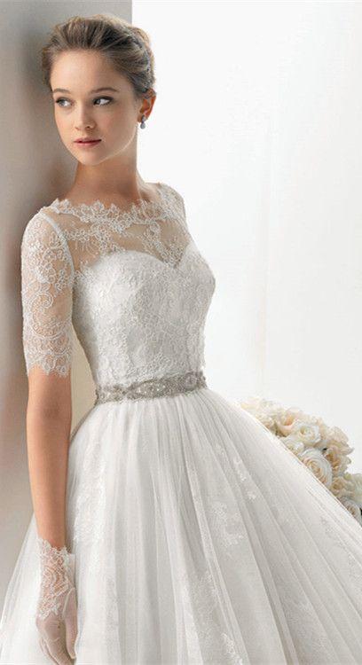 vestido de novia con encajes, detalle en los guantes. | bodas en